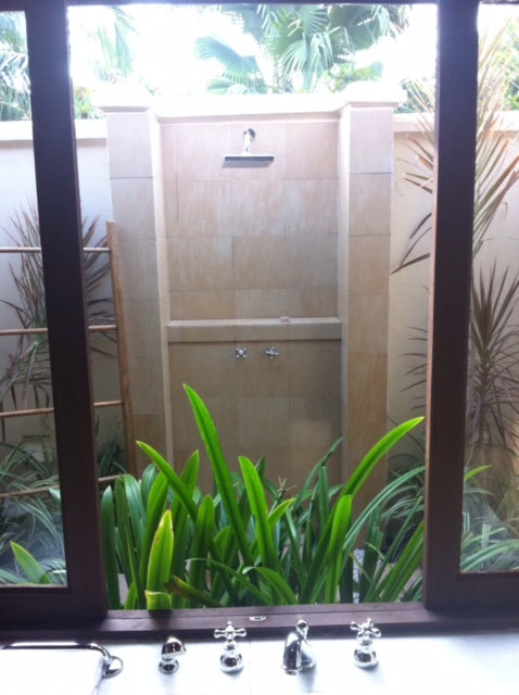 Outdoor shower: Scrub up with the plants